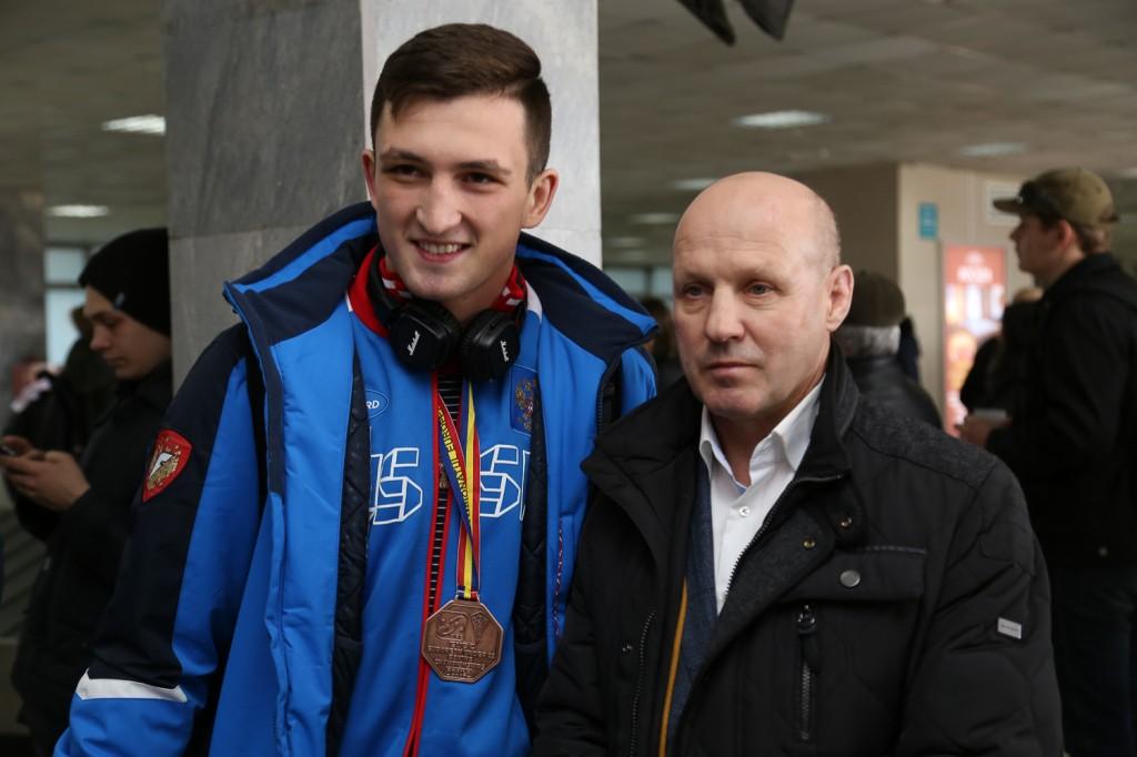 Дмитрий Нестеров со своим теренром Сергеем Гондуркаевым.jpg